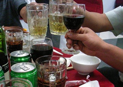 Lùi thời điểm tăng thuế rượu, bia - 1