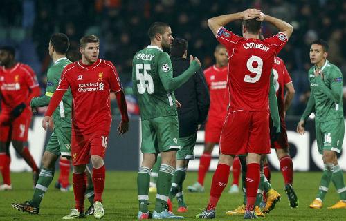 Hòa may mắn, Rodgers vẫn tự tin vượt qua vòng bảng - 1
