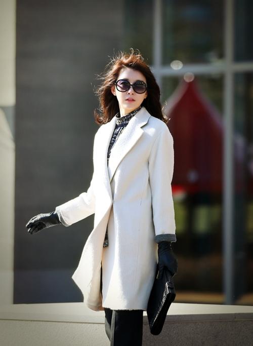 Chọn áo khoác đẹp cho nữ công sở ngày rét mướt - 1