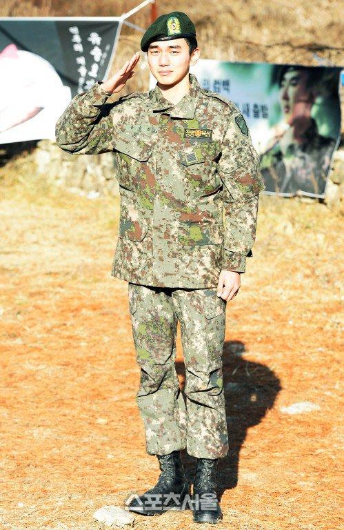 Mỹ nam Yoo Seung Ho xuất ngũ trong nước mắt - 1