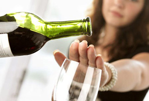 Uống rượu cũng là thủ phạm làm tăng cân - 1