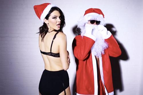 Kendall Jenner hóa thành bà già Noel mặc nội y - 1