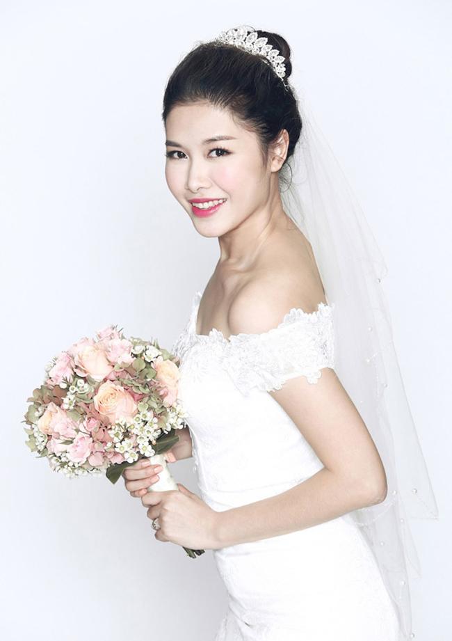 Bà xã nam ca sĩ điển trai tên Thủy Anh và từng là một hotgirl khá nổi danh ở Hà Nội.