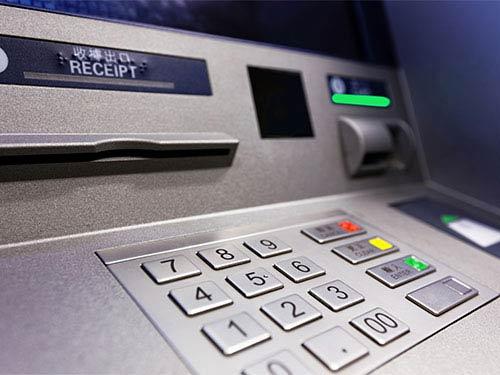 Cuối năm lại lo ATM hết tiền - 1