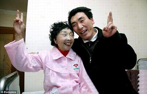 Hạnh phúc của cặp đôi chồng kém vợ 32 tuổi - 1