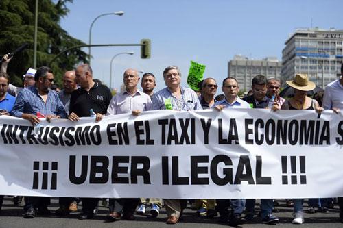 """Taxi Uber liên tiếp gặp """"vận đen"""" ở nhiều quốc gia - 1"""