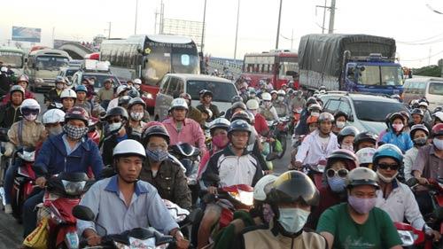 TP.HCM: Chưa thông qua việc thu phí đường bộ xe gắn máy - 1