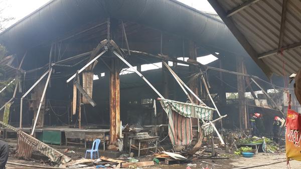 Hà Nội: Cháy chợ Nhật Tân, thiệt hại hơn 2 tỷ đồng - 1