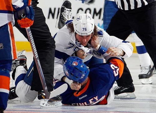 Cho phép VĐV đánh nhau, luật khó tin ở môn hockey - 1