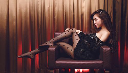 Elly Trần chào Giáng sinh với hình ảnh quyến rũ - 8