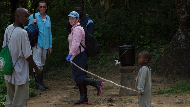 Liberia: Cậu bé xuyên rừng chạy trốn tử thần Ebola - 1