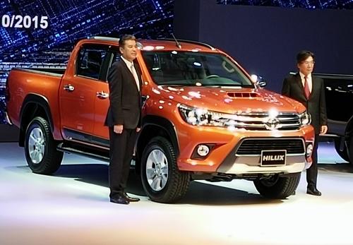 Ra mắt xe bán tải Toyota Hilux 2015, có bản số tự động - 1