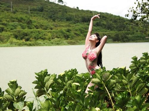 """Lê Kiều Như khoe """"tòa thiên nhiên"""" nuột nà sau sinh - 1"""