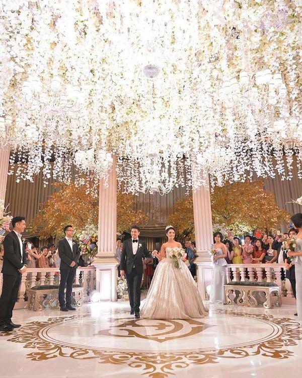 Đám cưới sao Indonesia xa hoa không kém Huỳnh Hiểu Minh marry