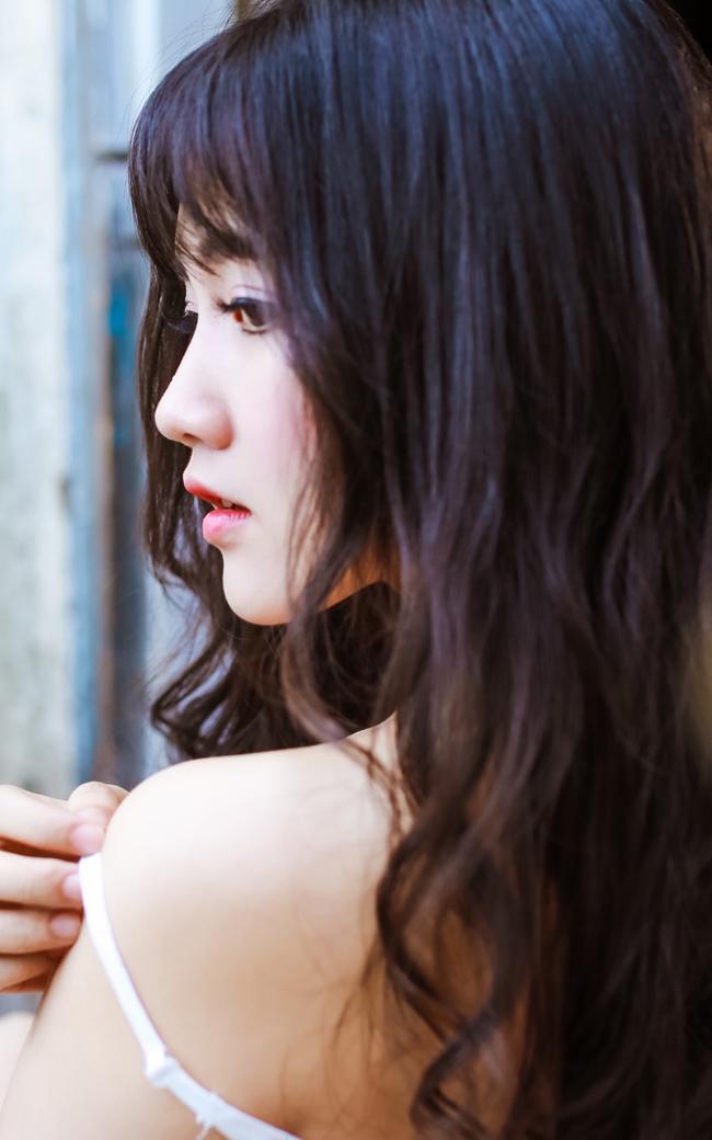 Hiện, Kiều Trinh vừa mới tham gia xong bộ phim Mắt Nai, hiện đang chiếu trên kênh VTV9