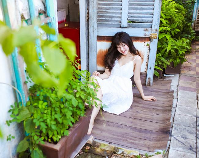 Cô cũng tham gia diễn xuất khá nhiều trong các MV nổi tiếng cả các nam ca sỹ.