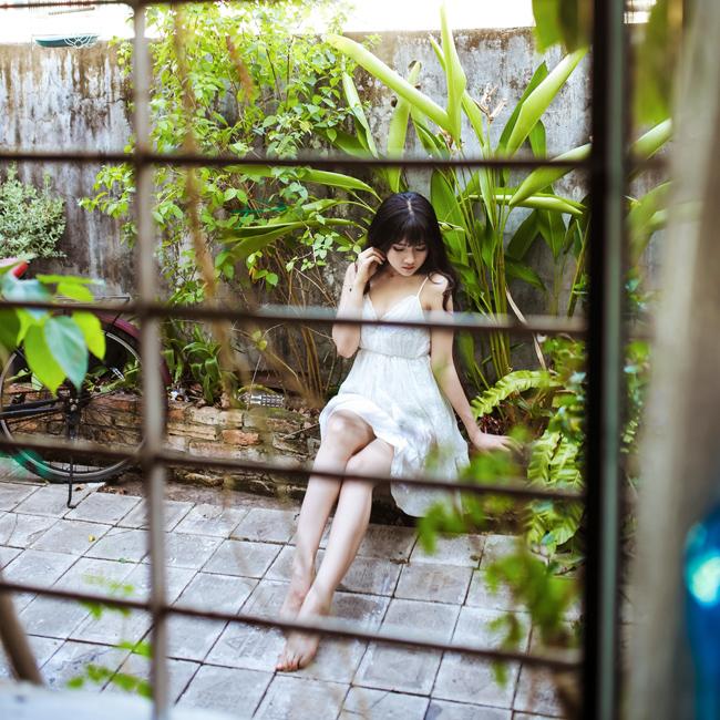 Hình ảnh Kiều Trinhgợi cảm trong nắng ban mai Sài Gòn