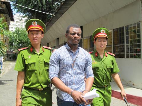 Nhiều quý bà Sài Gòn sập bẫy trai ngoại - 1