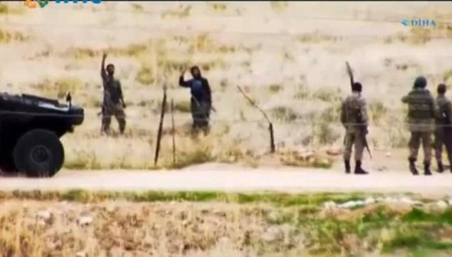 Video: Lính IS trò chuyện thân mật với quân Thổ Nhĩ Kỳ? - 1