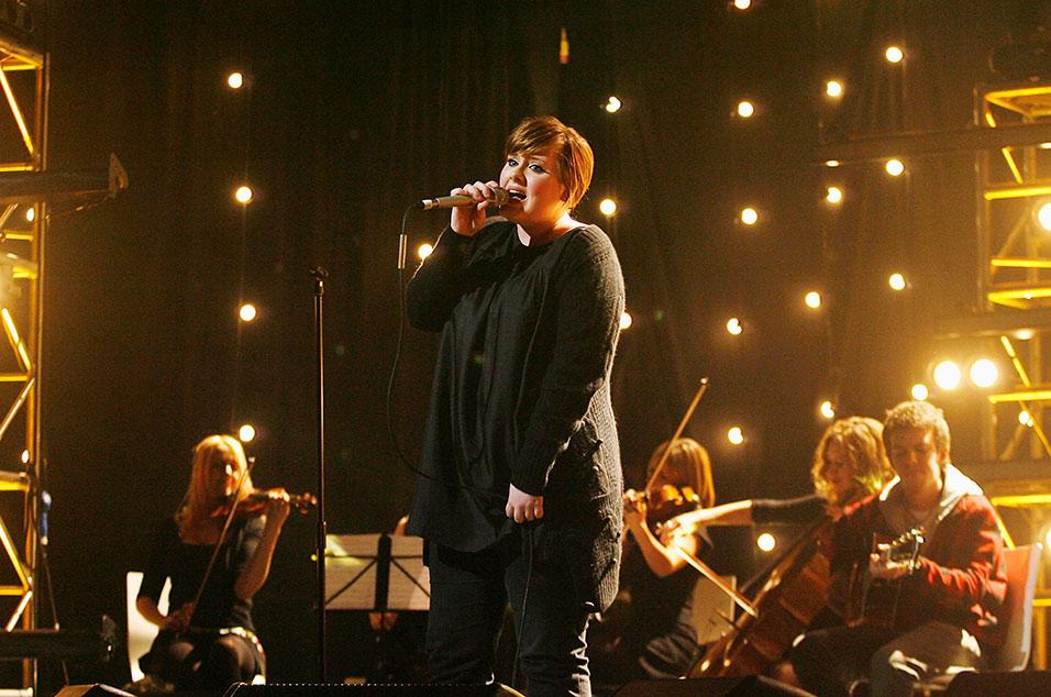 """Thành tích """"khủng"""" của Adele từ 14 tuổi đến nay - 1"""