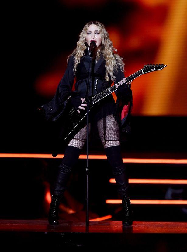 """Madonna bị tố dùng xe cảnh sát giả để """"trốn"""" fan - 1"""