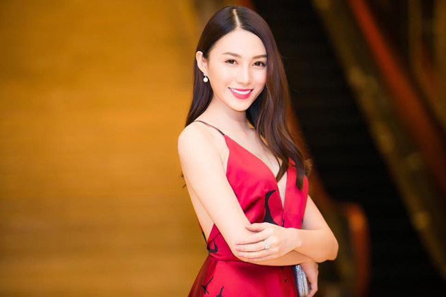 Lê Hà là người mẫu có tiếng tại TP.HCM.Cô sở hữu chiều cao ấn tượng và khuôn mặt xinh đẹp