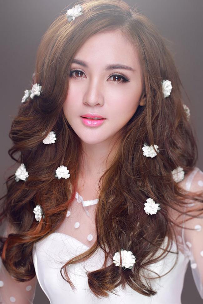 Kelly Nguyễn là một trong những hot girl đời đầu.