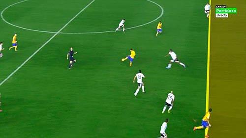 Valencia đen đủi: Barca ghi bàn tranh cãi - 1