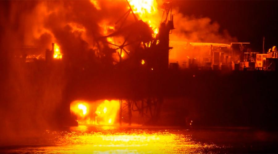 Cháy giàn khoan dầu trên biển Caspian, 30 người mất tích - 1