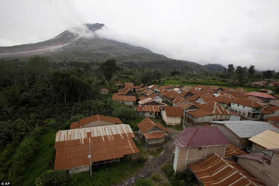 Bên trong những ngôi làng bỏ hoang vì núi lửa ở Indonesia - 1