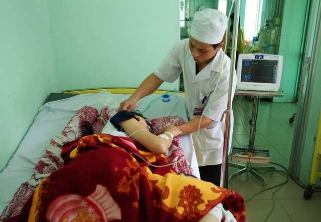 Vụ Viện trưởng VKS gây tai nạn: 2 nạn nhân qua cơn nguy kịch - 1