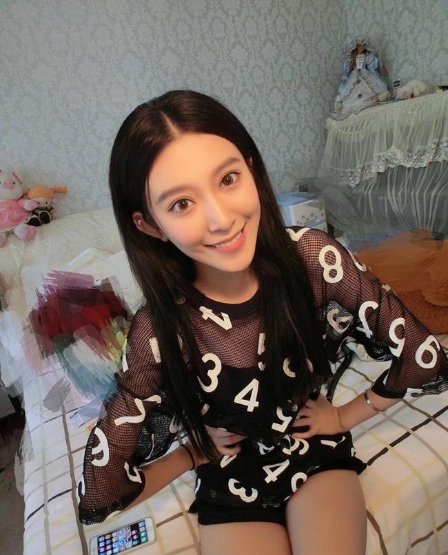 Bên cạnh những ý kiến tán đồng vẻ đẹp của Lâm Nghệ giống Angela Baby, có người còn cho rằng nhan sắc của nữ sinh 18 tuổi có phần nhỉnh hơn cả tiểu hoa đán