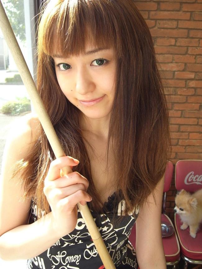 Kaori Ebe bắt đầu chơi bi-a năm 19 tuổi, dưới sự chỉ bảo của người cha vốn là một VĐV chuyên nghiệp.