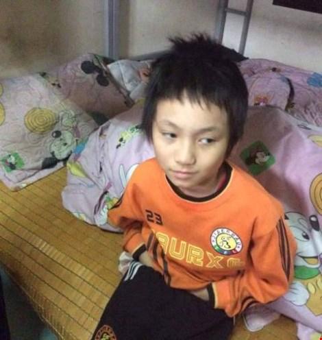 Hà Nội: Bé trai bị đói, rét đi lạc trong đêm - 1