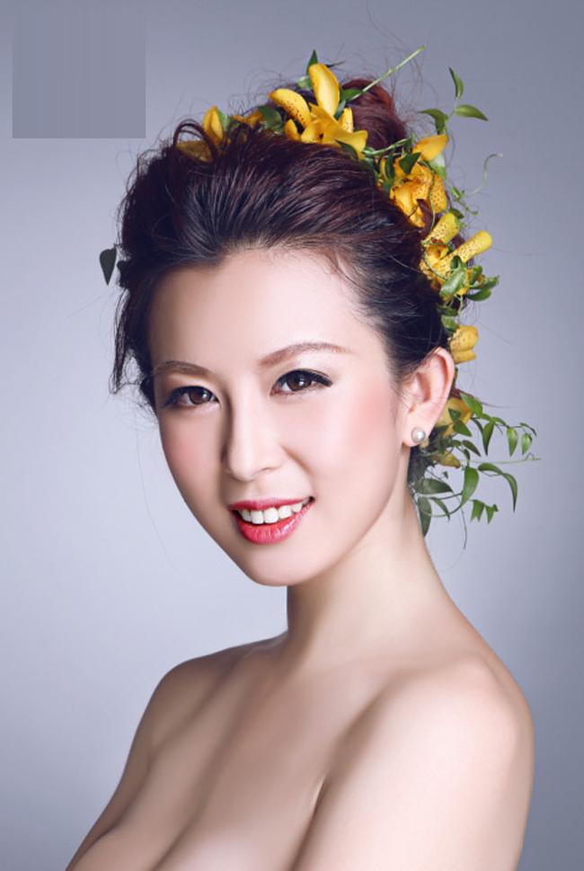 Người đẹp Gu Yijing chào đời vào năm 1989 tại thành phố Thượng Hải, Trung Quốc.
