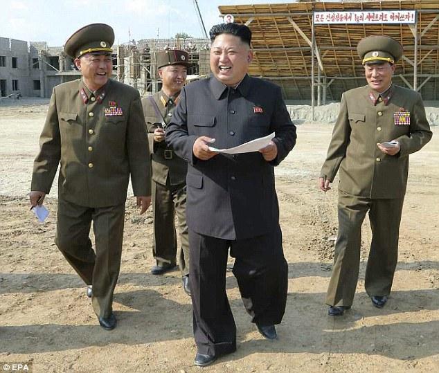 Lý do ông Kim Jong-un nặng tới 130kg - 1