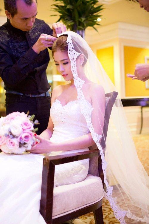 Diễm Trang đẹp lộng lẫy trong tiệc cưới sang trọng - 4