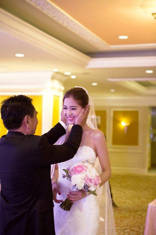 Diễm Trang đẹp lộng lẫy trong tiệc cưới sang trọng - 5