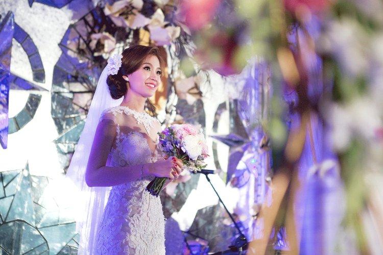 Diễm Trang đẹp lộng lẫy trong tiệc cưới sang trọng - 10