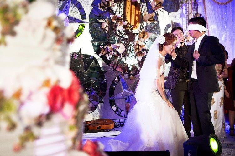 Diễm Trang đẹp lộng lẫy trong tiệc cưới sang trọng - 12