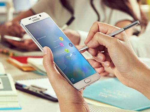 """Bộ tứ smartphone cỡ lớn """"gây bão"""" trong năm 2015 - 1"""