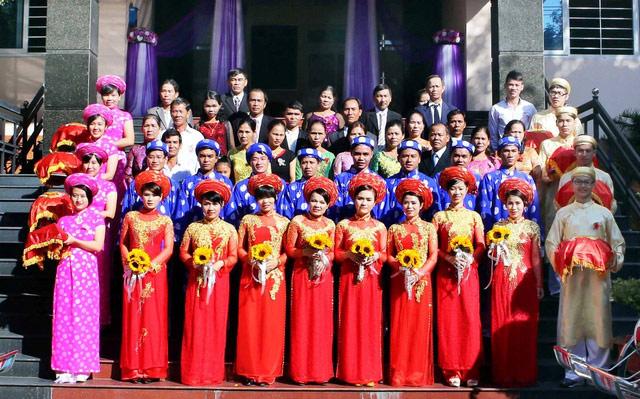 Xúc động đám cưới những công nhân nghèo ở Đà Nẵng - 1