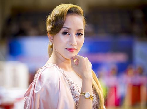 """Khánh Thi: """"Ở bên Phan Hiển lúc nào cũng lãng mạn"""" - 1"""