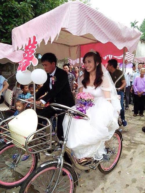Độc đáo chú rể rước dâu bằng xe đạp đôi ở Nghệ An - 1