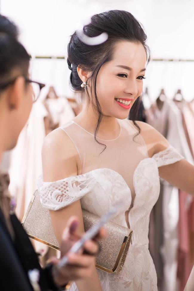 Minh Hương được các đồng nghiệp quý mến vì tính cách thân thiện, nhiệt tình.