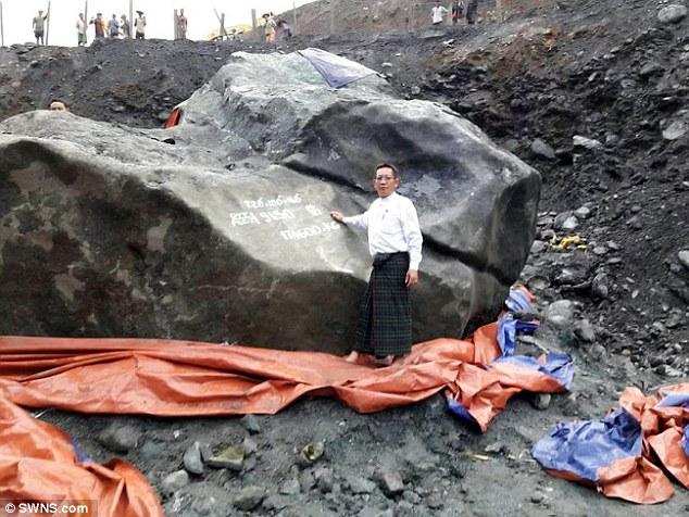 Tìm thấy ngọc bích khổng lồ 175 tấn đắt giá nhất thế giới - 1