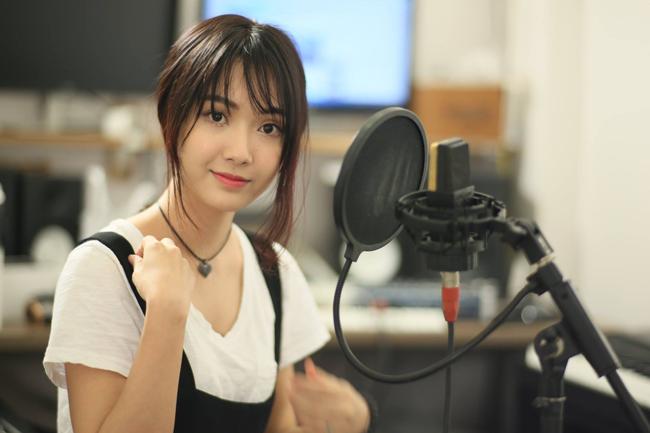 Jang Mi hiện đang gây chú ý với cư dân mạng bởi ngoài giọng ca ngọt ngào, cô còn có gương mặt xinh đẹp như thiên thần.