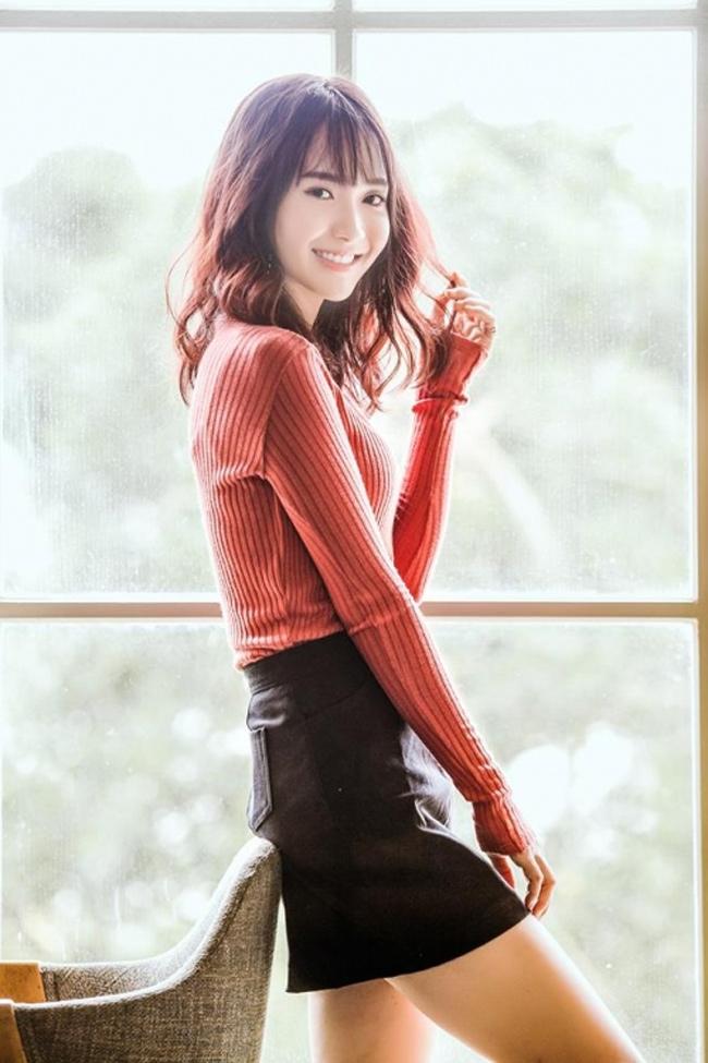 Ngoài đời thực, Jang Mi ưa chuộng các trang phục đẹp gợi cảm nhưng không hở hang.