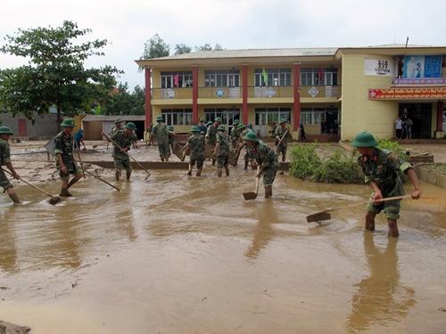Quảng Bình: 7 HS tử vong do lũ lụt, 25 trường vẫn ngập - 1
