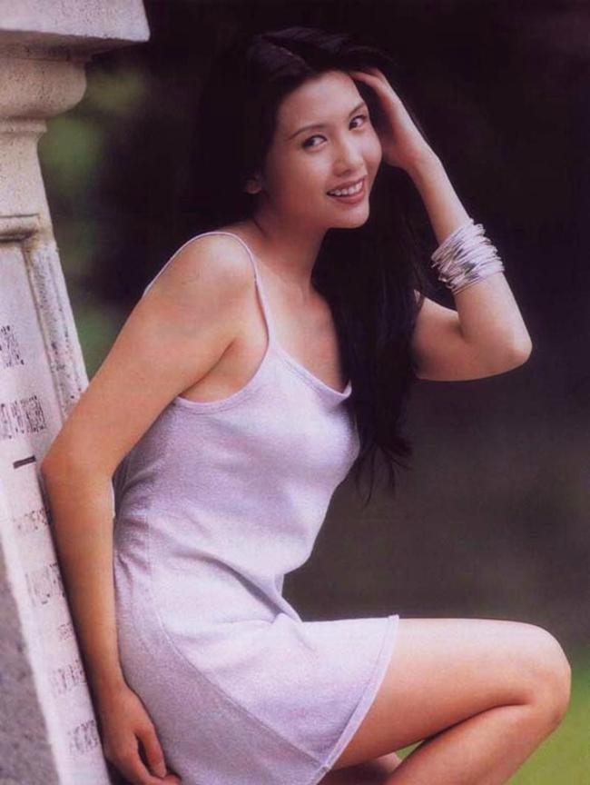 Thời kỳ hoàng kim, Khâu Thục Trinh còn tham gia nhiều bộ phim điện ảnh với nhiều cảnh nóng gợi cảm như Lover of the Last Empress (1994), Hold You Tight (1998 ), The Saint of Gamblers (1995),...